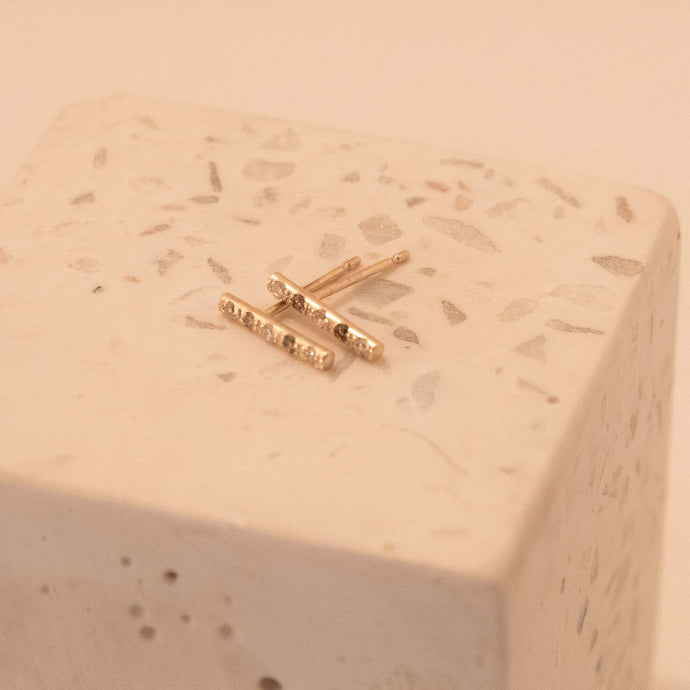 Diamond bar pierced earring