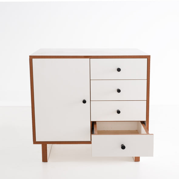 Simple Counter with Drawers (সহজ কাউন্টার)