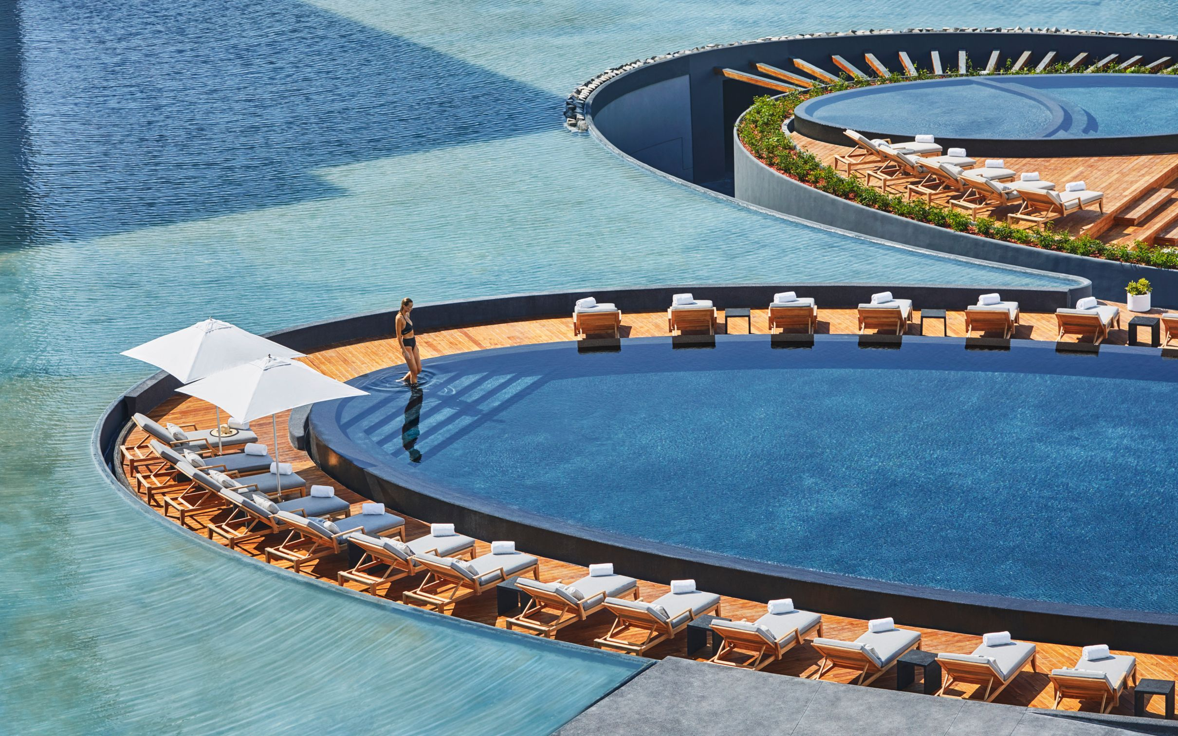 10 Best Hotel Swimming Pools Around The World - Viceroy Los Cabos - LuxDeco.com Style Guide