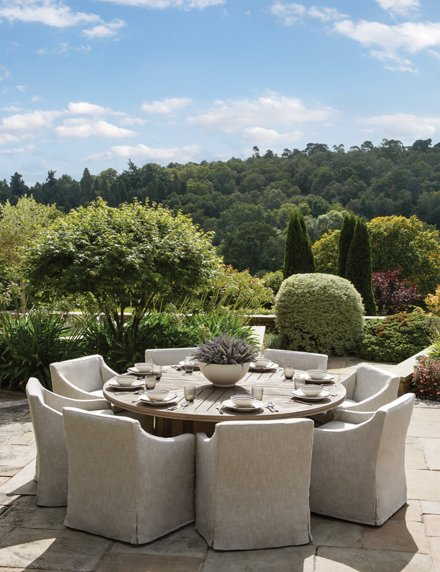 Outdoor Dining Area, Outdoor Space Ideas |Laura Hammett | Read more in The Luxurist | LuxDeco.com
