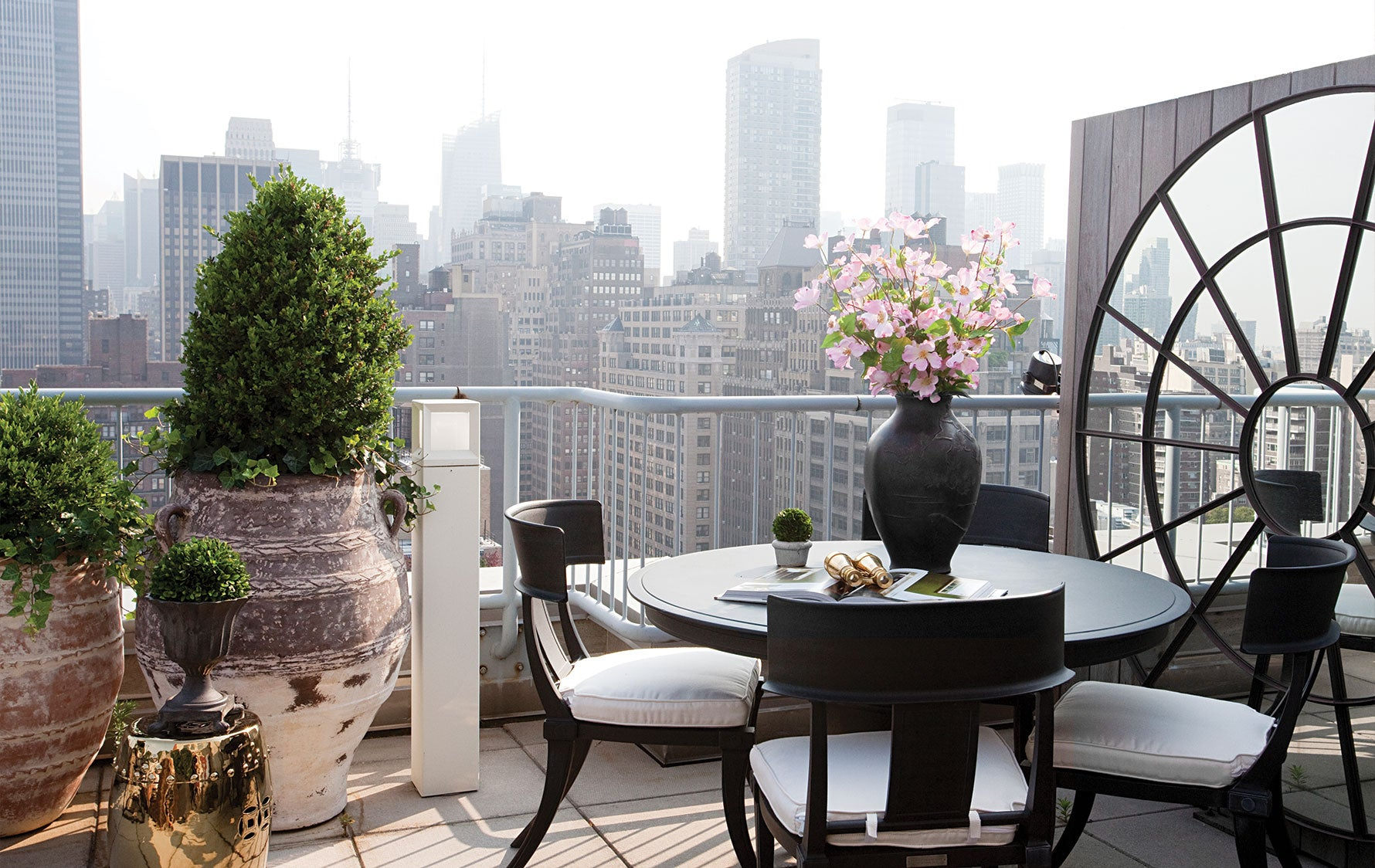 New York Terrace, Outdoor Space Ideas |Carlyle Designs| Read more in The Luxurist | LuxDeco.com