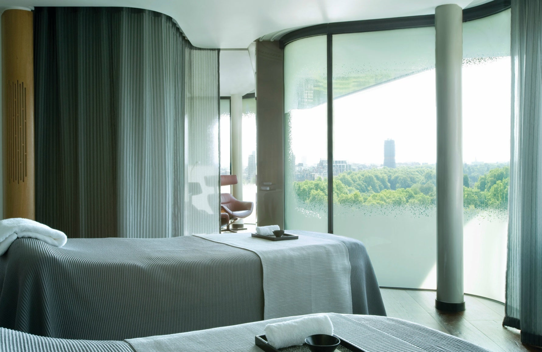 Best Spa In London | The Spa at Four Seasons Hotel London at Park Lane | London Spa Hotel | Read more in The Luxurist at LuxDeco.com