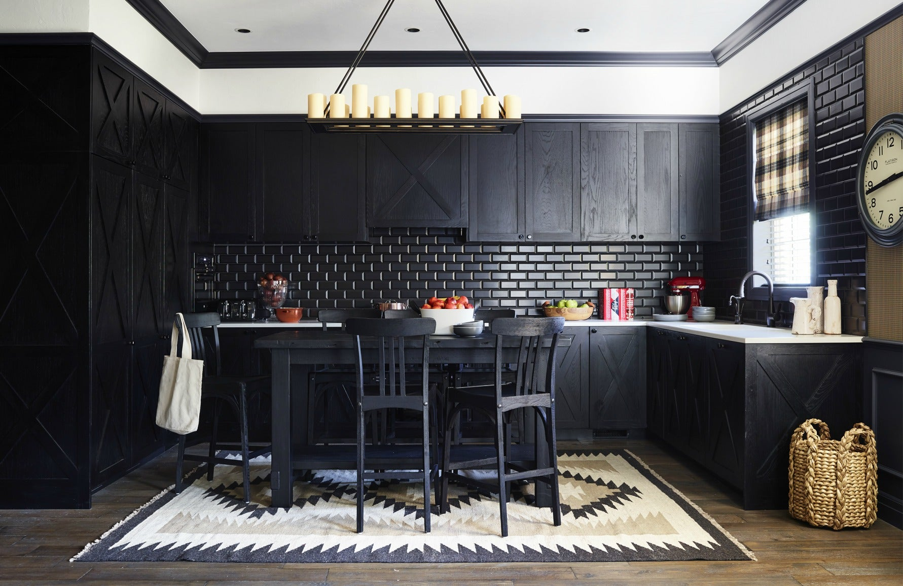 Greg Natale | Black Kitchen | The Luxurist | LuxDeco.com