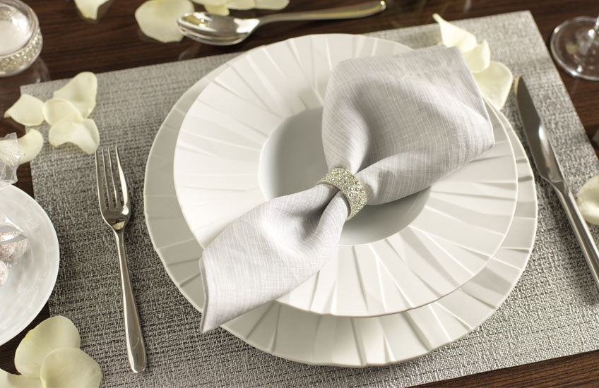 How To Collect A Luxury Dinnerware Set You'll Love – Shop white tableware at LuxDeco.com