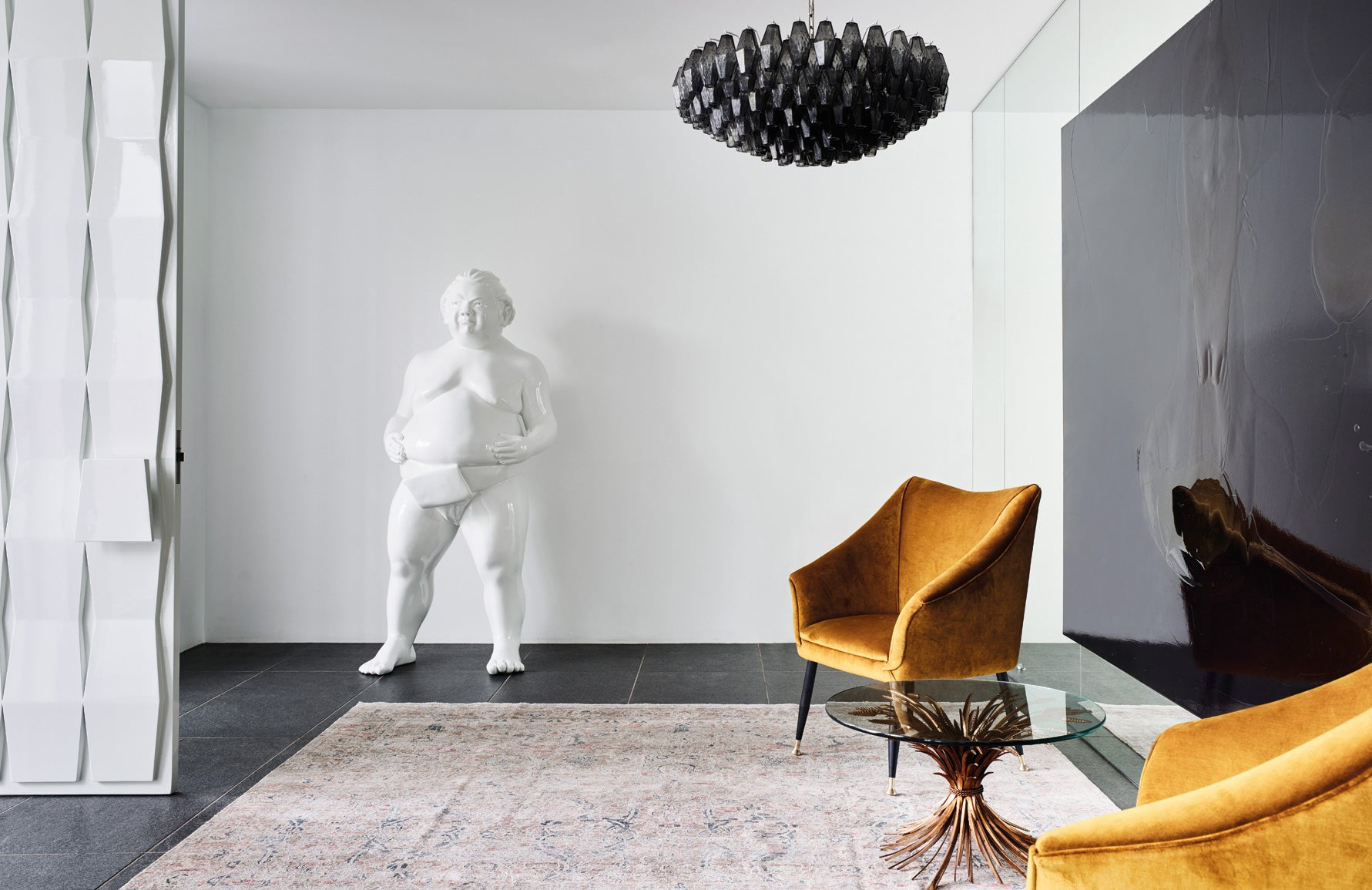 How To Use Oversized Decor In Your Space | Large Sculptures | Design by David Hicks | Read more in the LuxDeco.com Style Guide