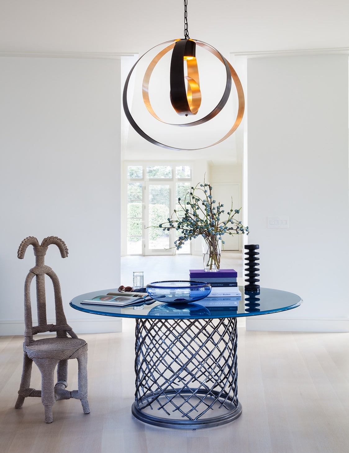 How To Style Your Round Entryway Table – Heather Hilliard – LuxDeco.com Style Guide