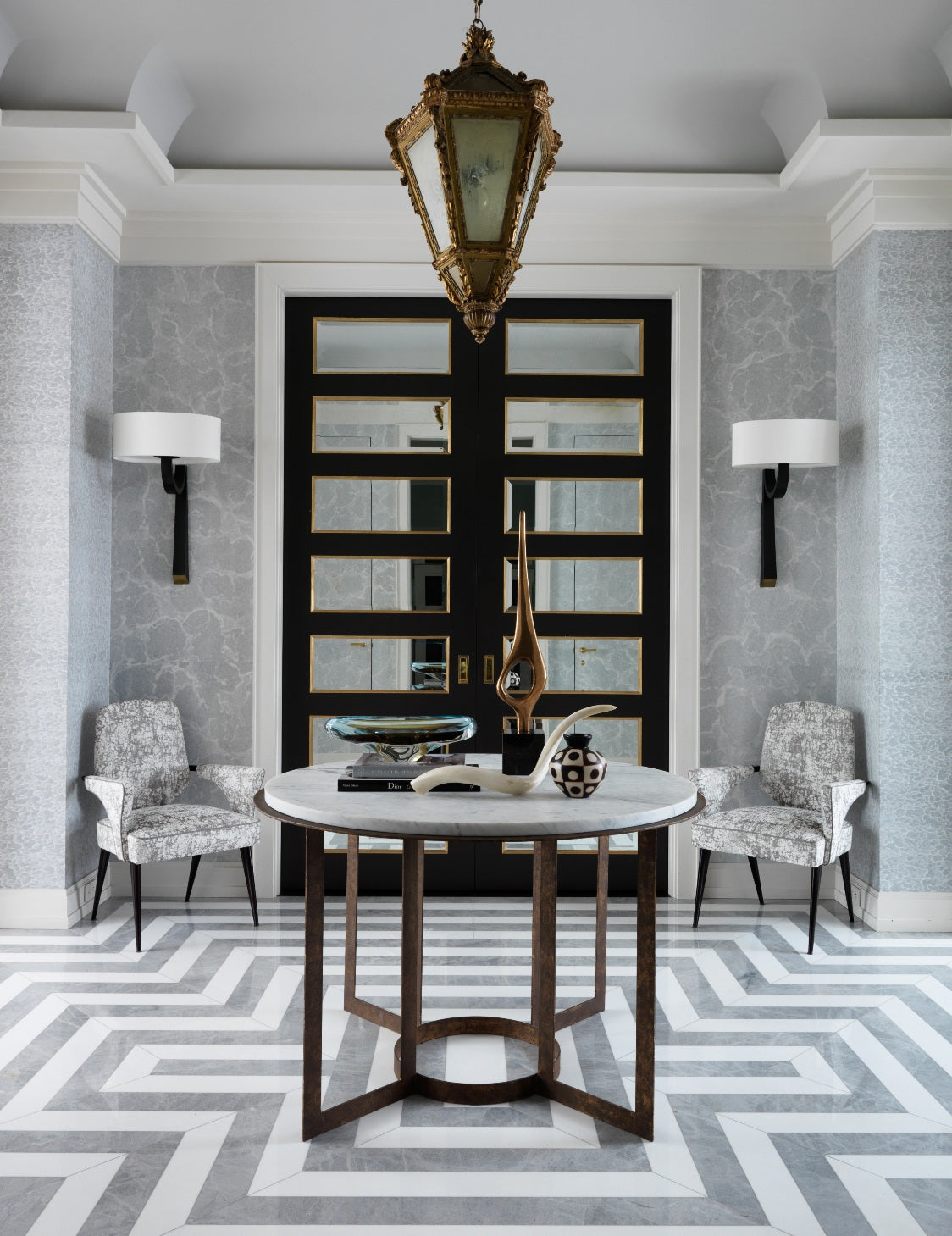 How To Style Your Round Entryway Table – Jean-Louis-Deniot – LuxDeco.com Style Guide