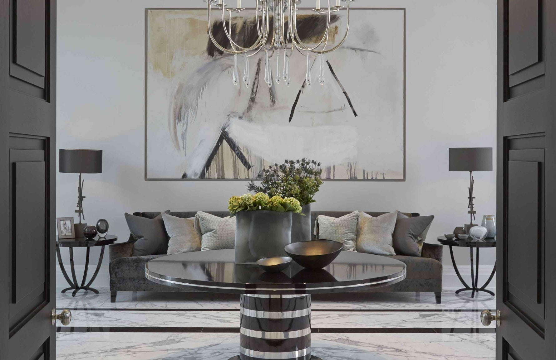How To Style Your Round Entryway Table – Laura Hammett Green, London Interior Designer – Round Entryway Table – LuxDeco.com Style Guide