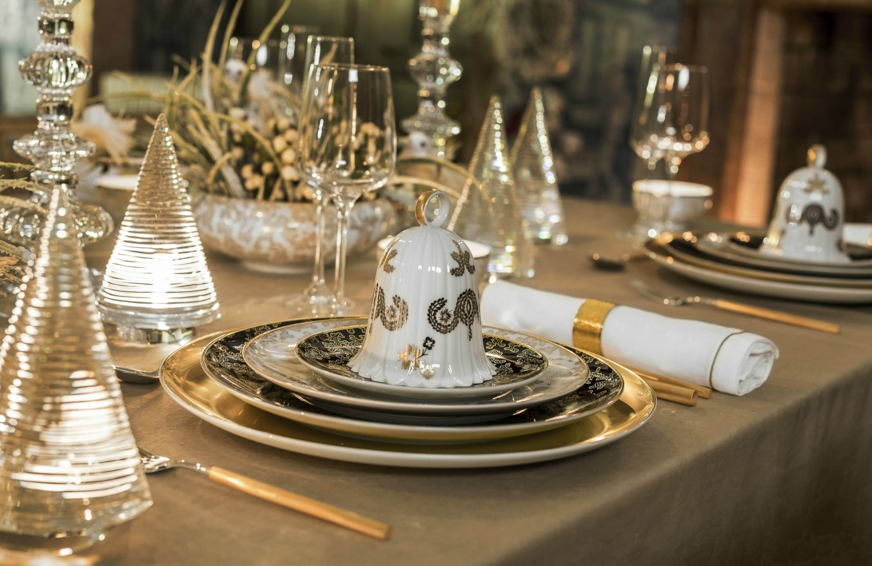 Luxury Christmas Table Setting | Luxury Gold Tableware | Shop Vista Alegre at LuxDeco.com