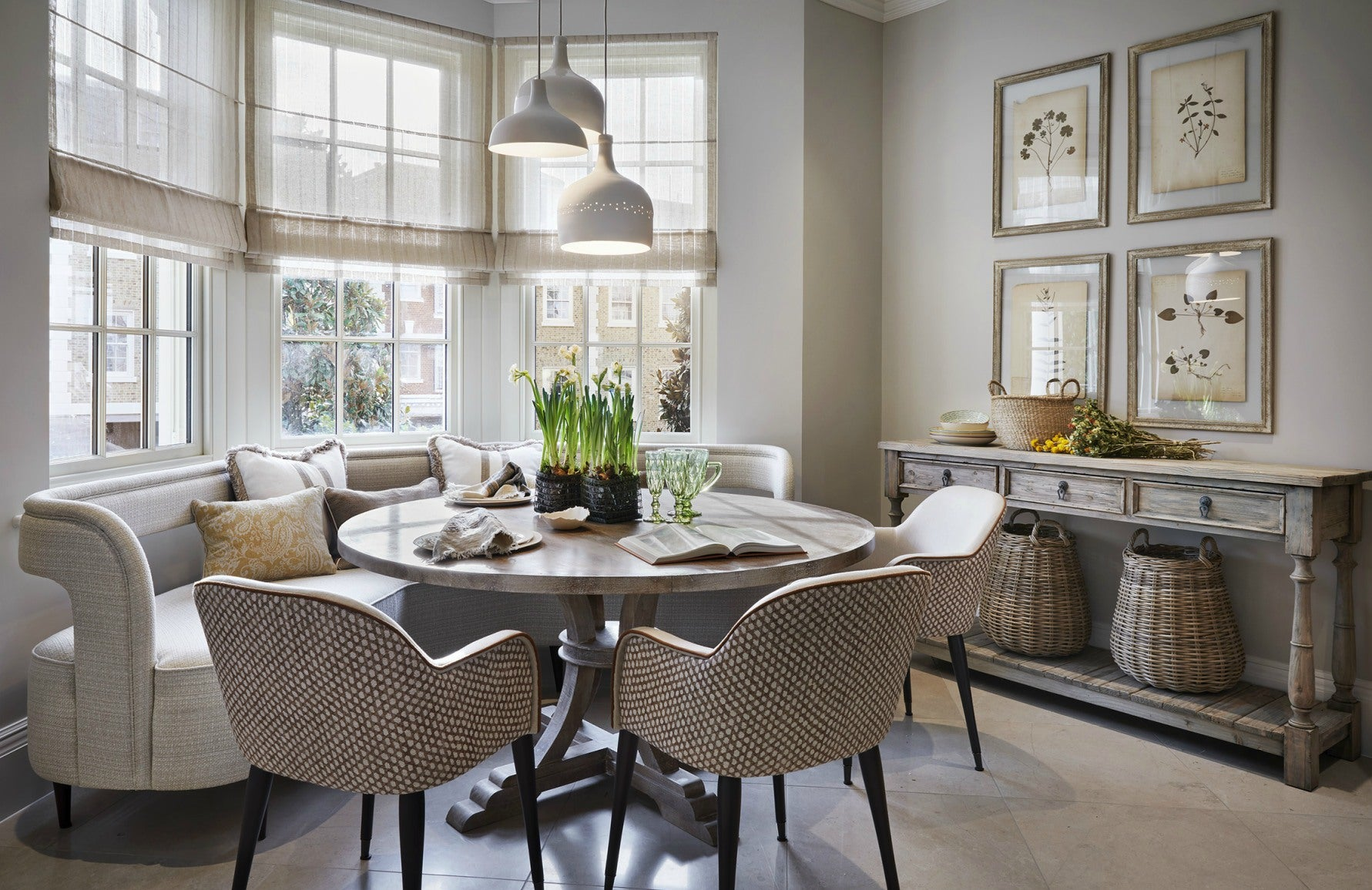 Luxury Dining Room Styles | Country Dining Room | Louise Bradley | Read more in The Luxurist at LuxDeco.com