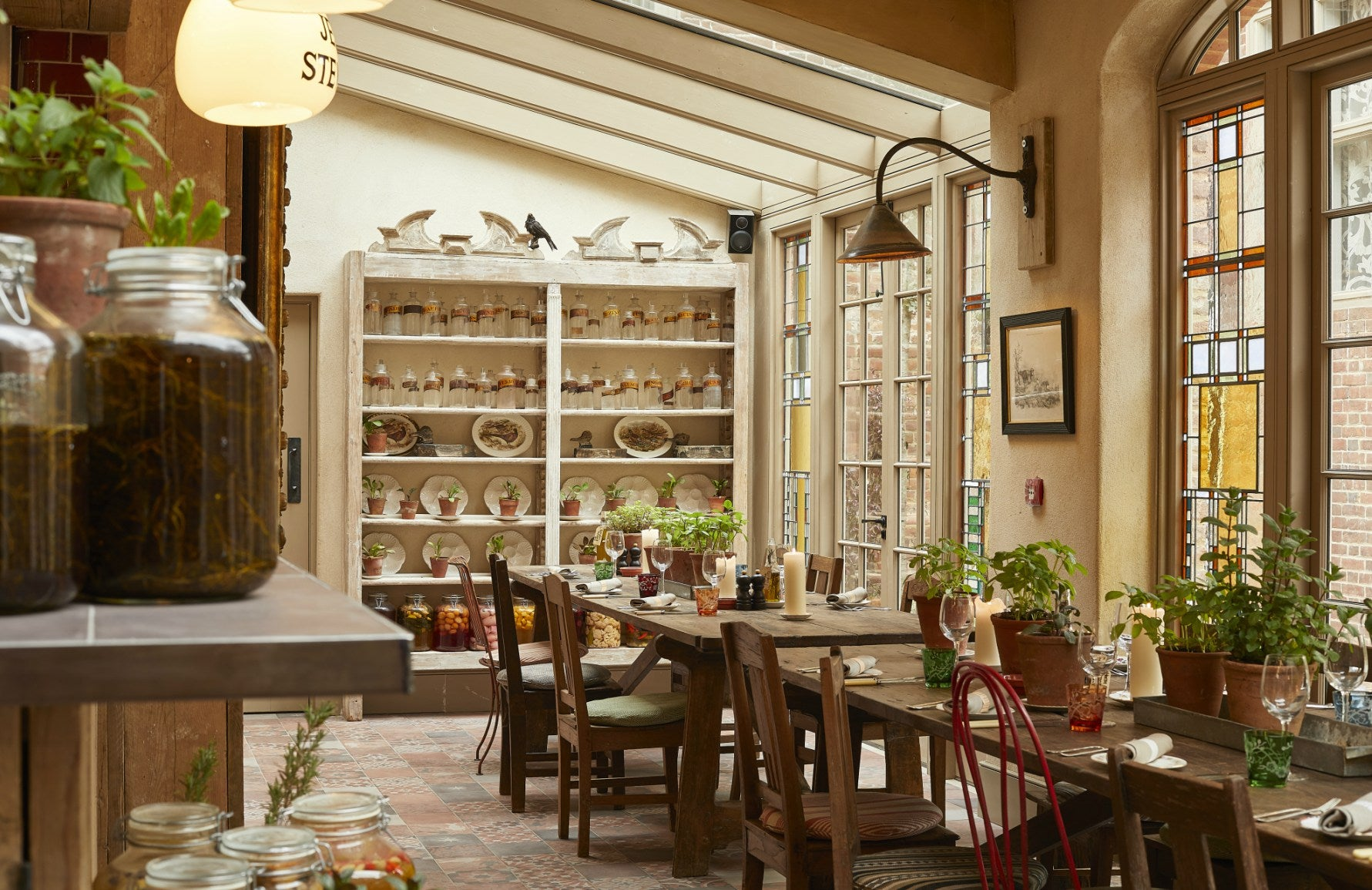 Top Country Hotels for the Bank Holiday Weekend | The Pig at Bridge Place | LuxDeco.come
