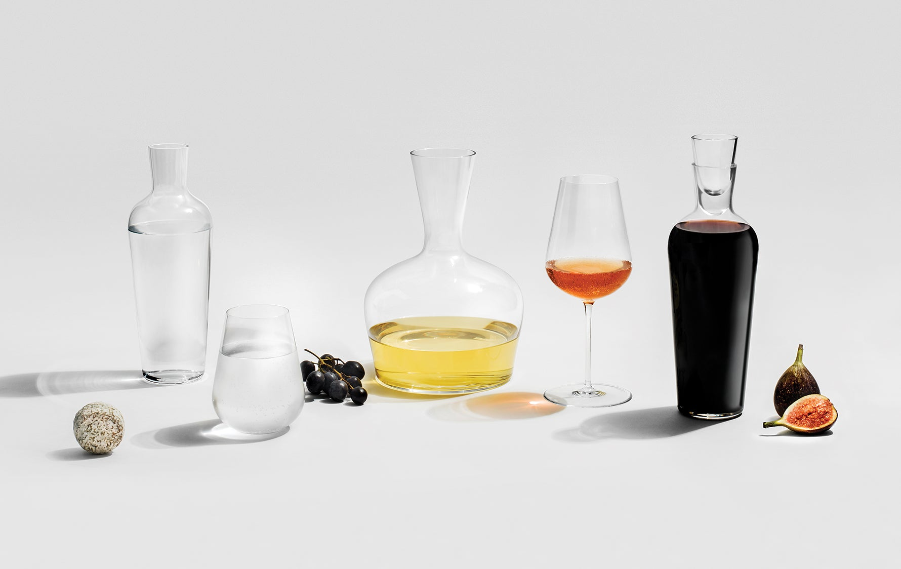What is the Difference Between Carafes & Decanters? - LuxDeco.com