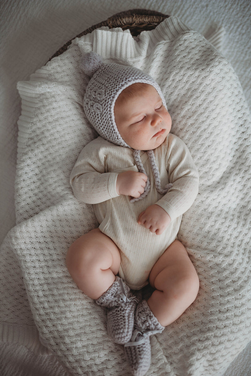 Snuggle Hunny Kids Bonnet & Booties / Grey