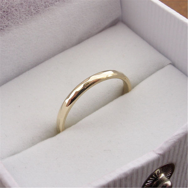 Gold thin wedding ring, Pebble design - Cumbrian Designs