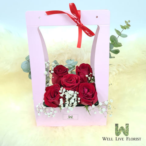 Flower Box Comprising of 05 Roses , Baby's Breath and Foliage
