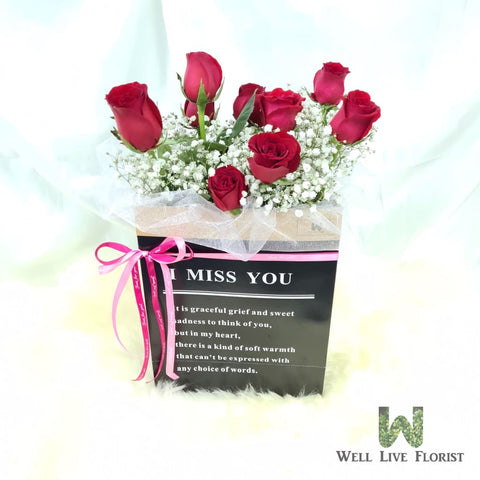 Flower Box of 10 Red Color Roses and Baby's Breath