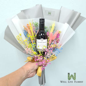 Hand Bouquet Of 01 Bot Jacob's Creek Shiraz Cabernet 187 ml ,Baby's Breath and Foliage