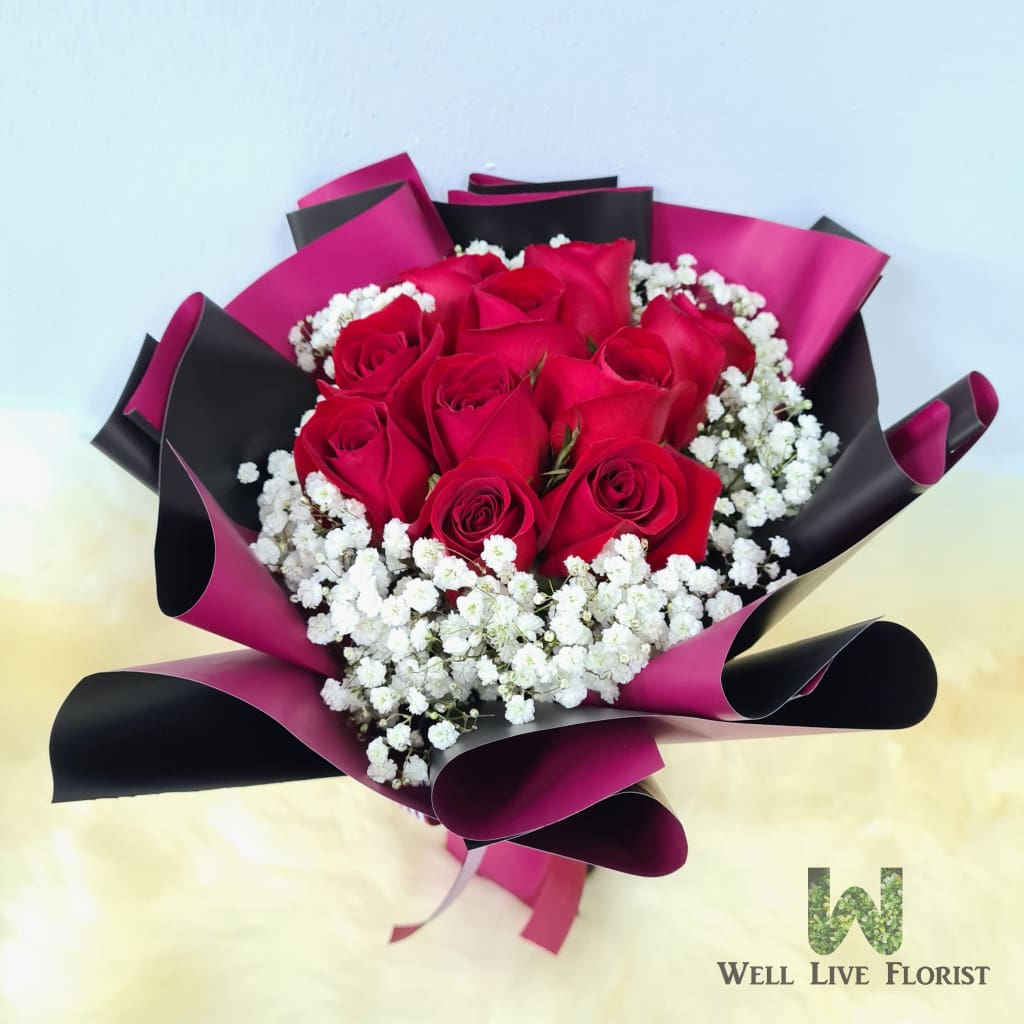 Hand Bouquet of Fresh Cut Roses and Baby's Breath