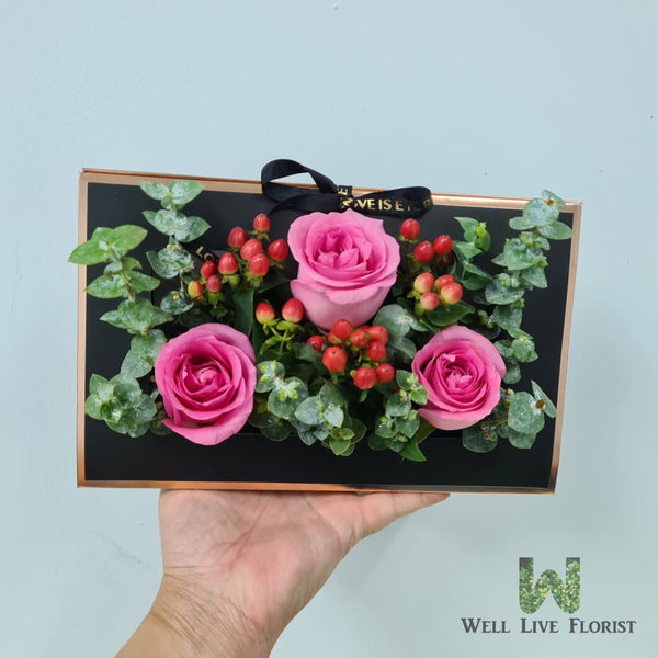 Flower Box of 03 Fresh Cut Roses and Foliage