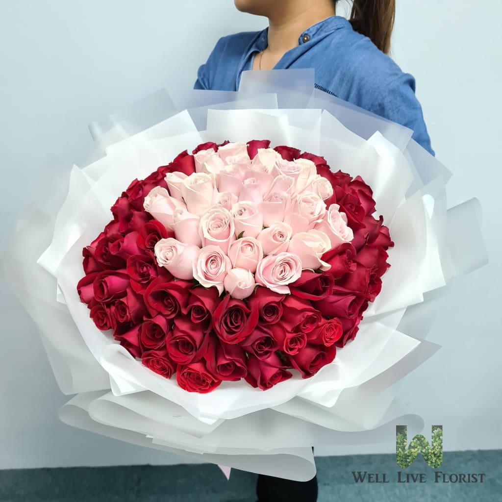 Hand Bouquet of Two Tone Color 99 Roses