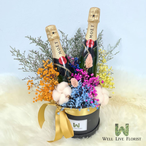 Table Arrangements of Preserved Flower, Dried Baby's Breath and Foliage include 02 Bot Mini MOET Champagne 200ml