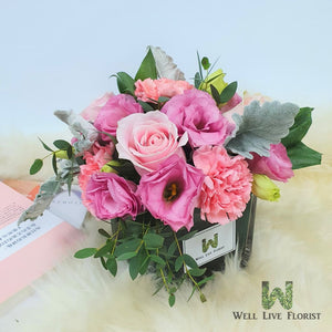 Table Arrangements of Fresh Cut Rose, Carnation, Eustoma And Foliage (Vase Size : L 120mm x H 110mm )