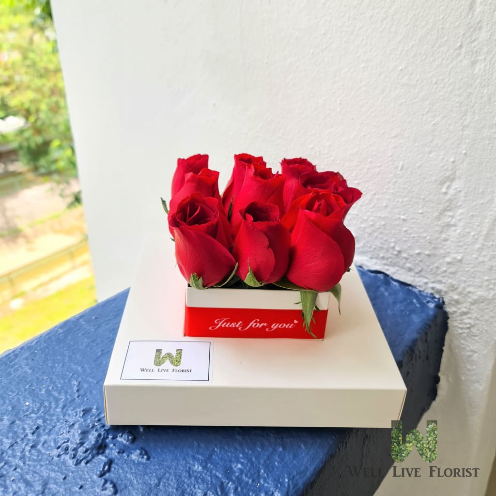 Flower box with 09 Fresh Cut Roses