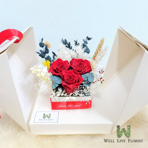 Flower Box of Preserved Roses, Hydrangea and Dried Foliage