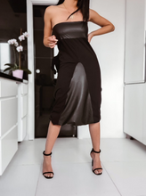 Laden Sie das Bild in den Galerie-Viewer, Black Dress Two ways to Wear it