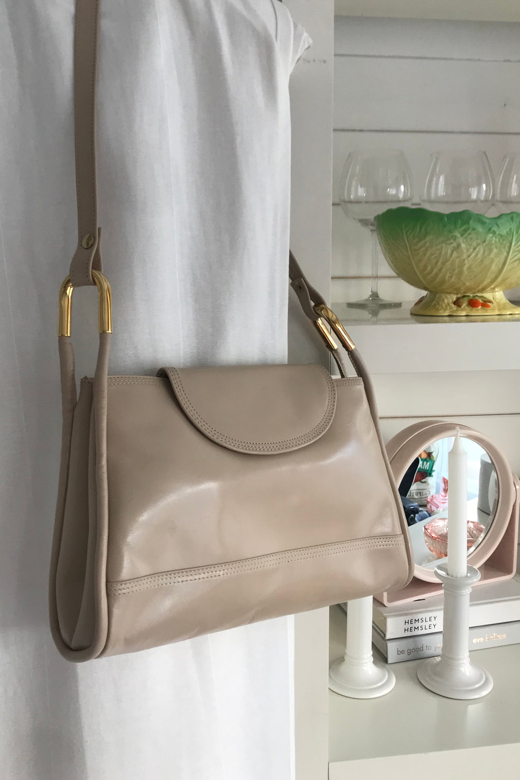 Vintage 90s Tan Leather Handbag With Gold Metal Detail
