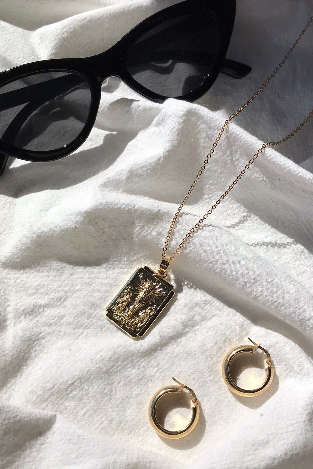 Gold Tone Jesus Pendant Chain Necklace