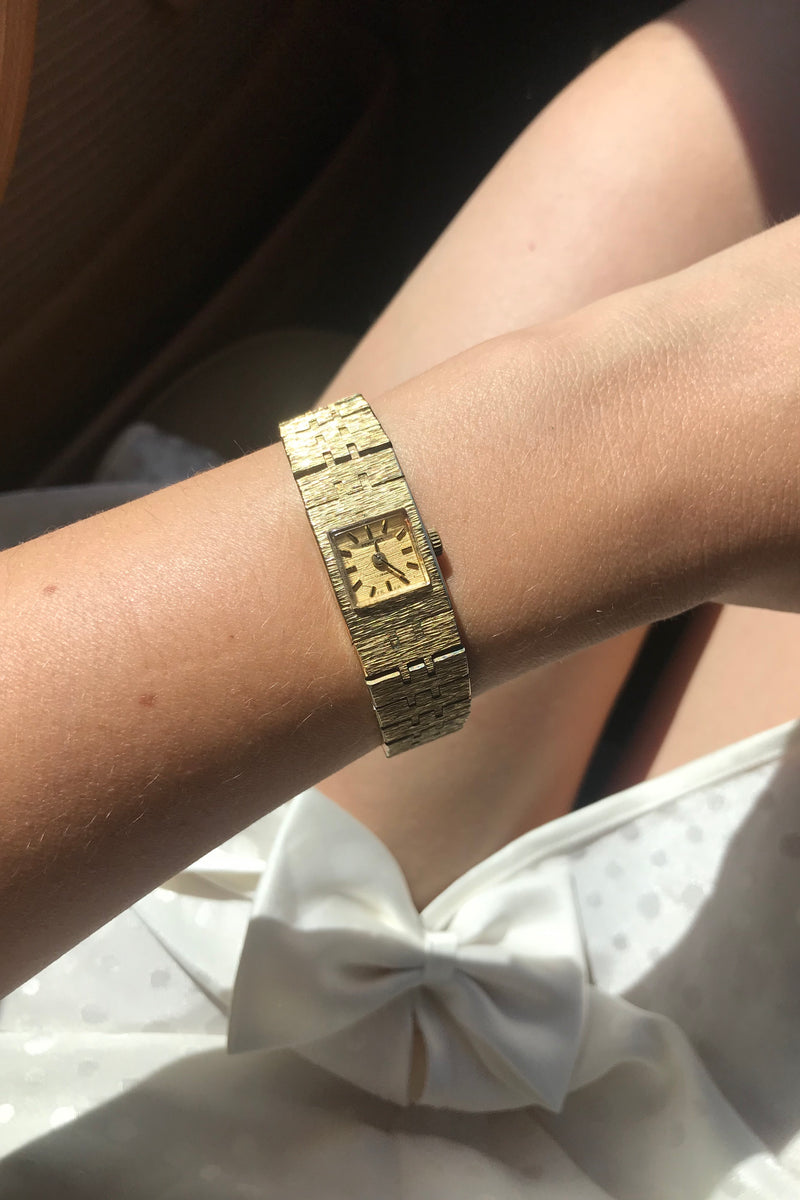 Vintage 1970s Chunky Gold Tone Wind Up Ladies Wrist Watch By Sekonda