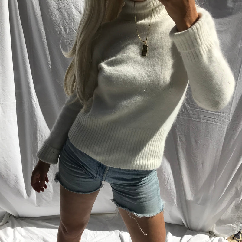 Vintage 90s Y2K White Angora Mix Roll Neck Turtle Neck Knitted Jumper