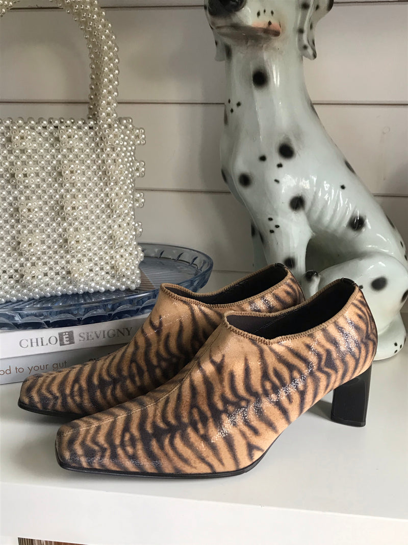 Vintage 90s Tiger Print Pointy Mid Heel Shoes