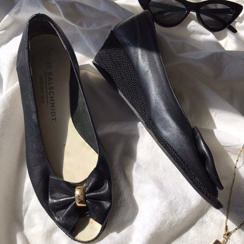 Vintage 90s Black Leather Bow Mini Wedge Heel