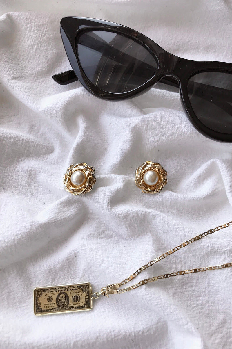 Vintage 80s Gold Tone Pearl Clip On Earrings