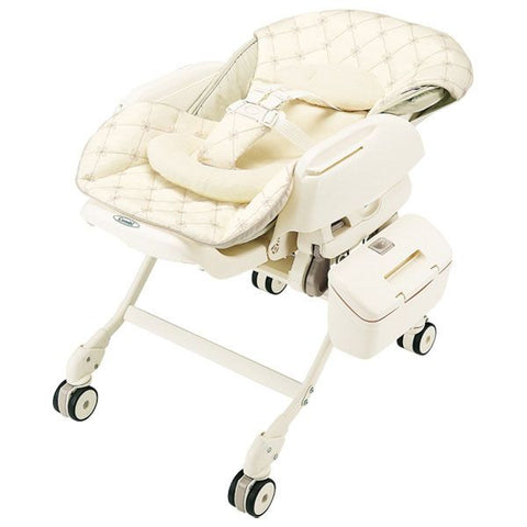 Combi Parenting Station: Fealetto Auto Swing