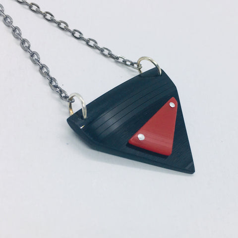 Black and red riveted small necklace
