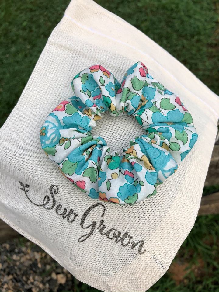 Sew Grown Scrunchie - Betsy