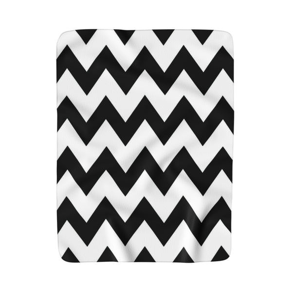Black and white chevron print sherpa fleece blanket 50x60 inches