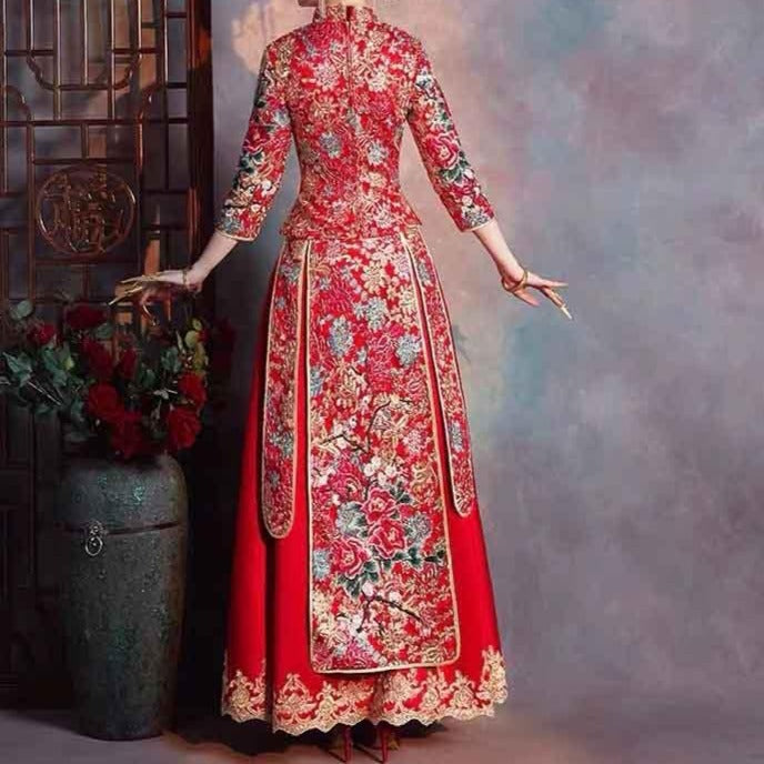 Funnel Collar Wedding Kua 龍鳳卦/秀禾服 Qun Kua Cheongsam for Bride in Red with Front Design Peacock Embroidery and Floral Design at the back