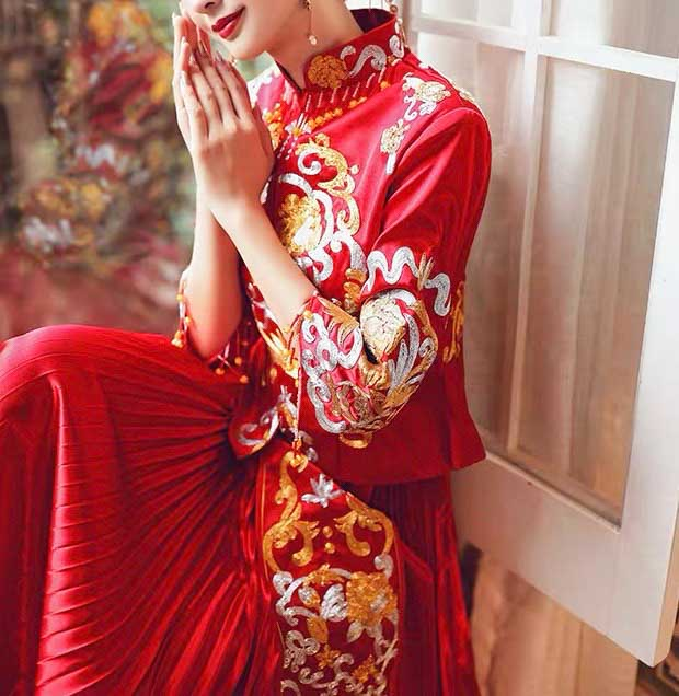 Simple Red Wedding Kua 龍鳳卦/秀禾服 Qun Kua Cheongsam for Bride with Gold and Silver Chinese Patterns