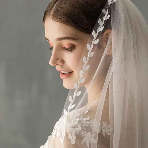 Short Wedding Bridal Veil with Leaf Lace Design Edge