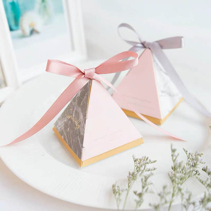 50 PCS Guest Favors Triangular Wedding Candy Boxes with Marble And Floral Print