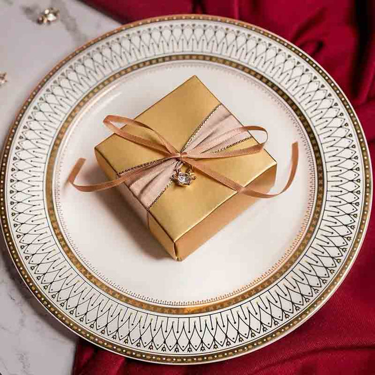 50 PCS Guest Favors Square Gold Wedding Candy Boxes with Pearl or Star Pendant