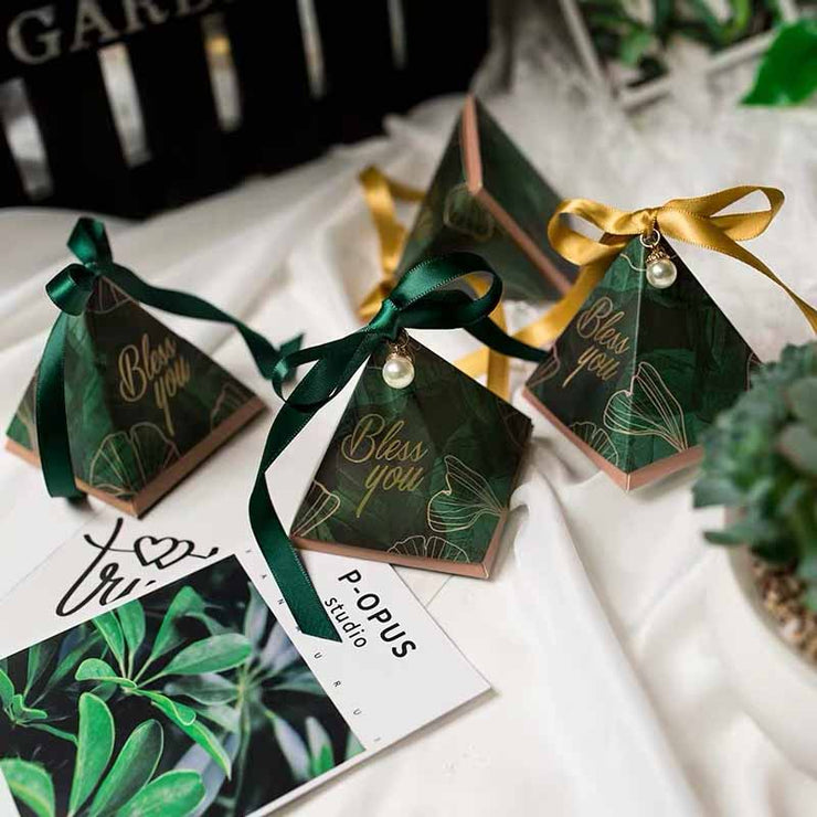 50 PCS Guest Favors Triangular Forest Green Wedding Candy Boxes