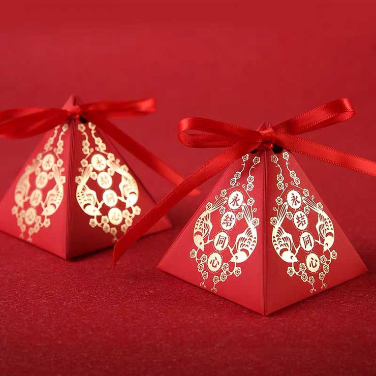50 PCS Triangular Guest Favors With Golden Print Design Wedding Candy Boxes with Red Ribbon