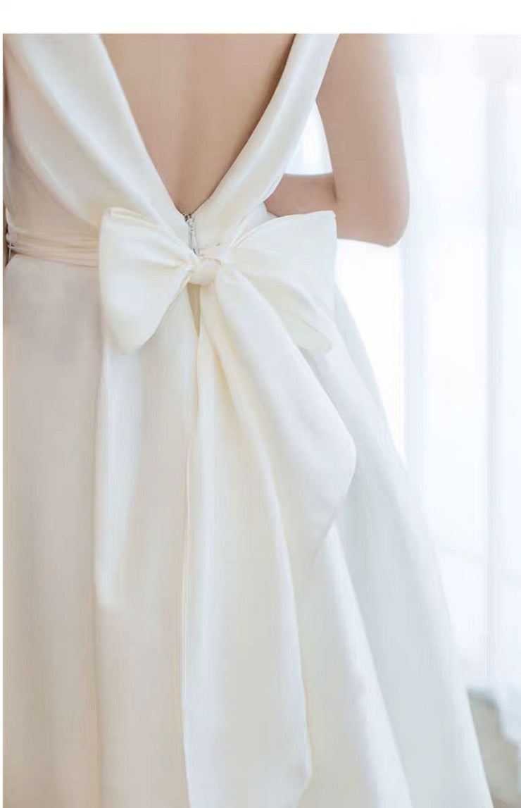 V- Neck Mermaid Wedding Dress Backless with Ribbon