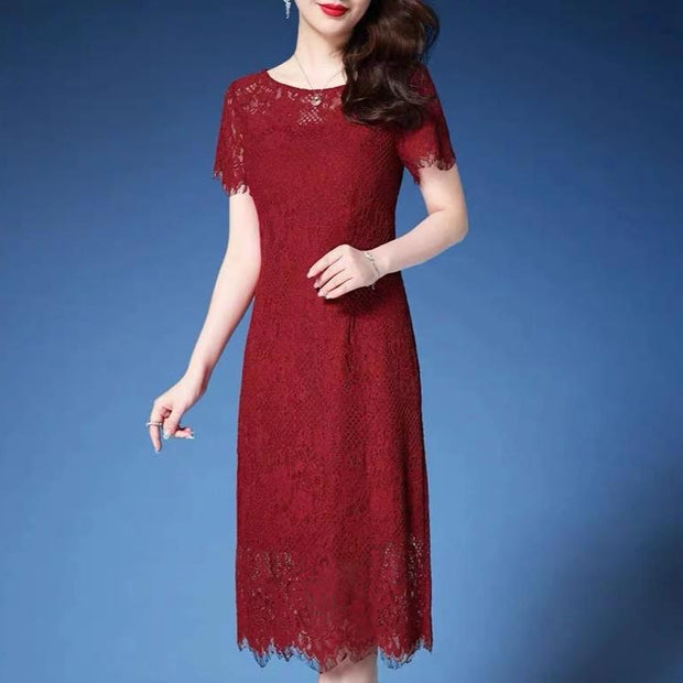 Mother of the Bride/Groom Dress Above the Knee with Elegant Red Lace Design in Short Sleeves