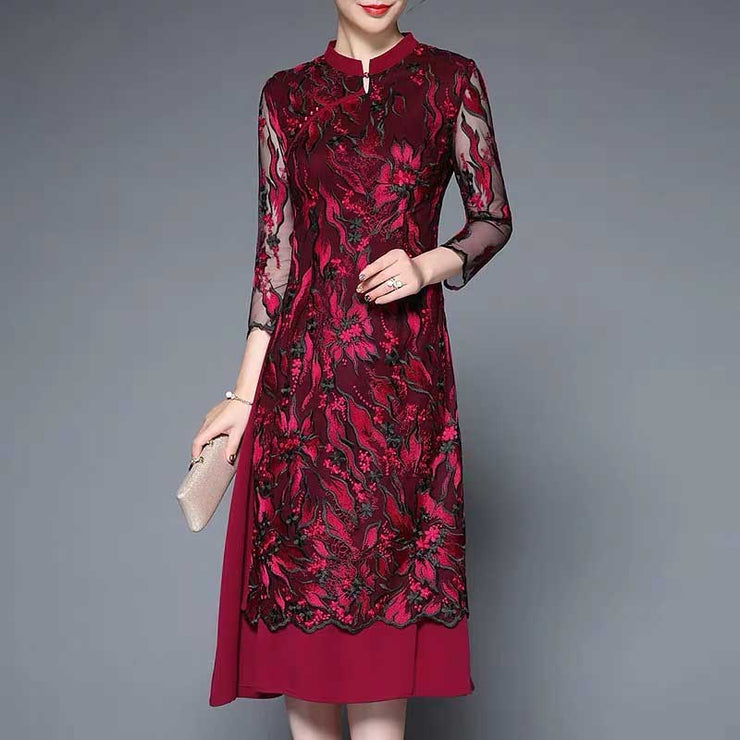 Mother of the Bride/Groom Dress Above the Knee with Elegant Floral Embroidered Pattern in Black and Magenta